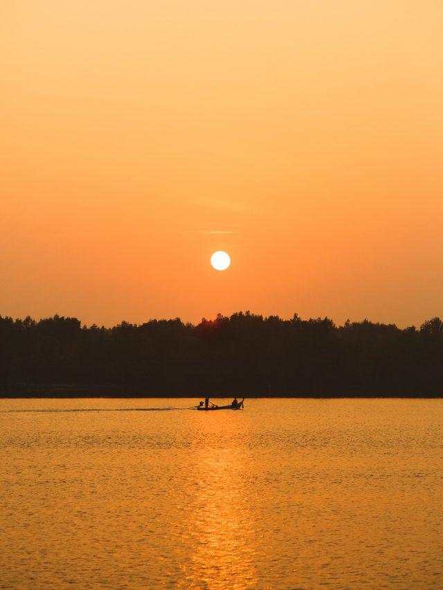 Canoe boat - sunrise