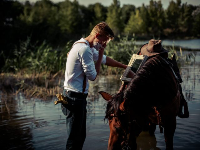 Shaving with horse